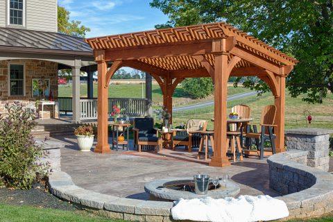 backyard deck wtih pergola